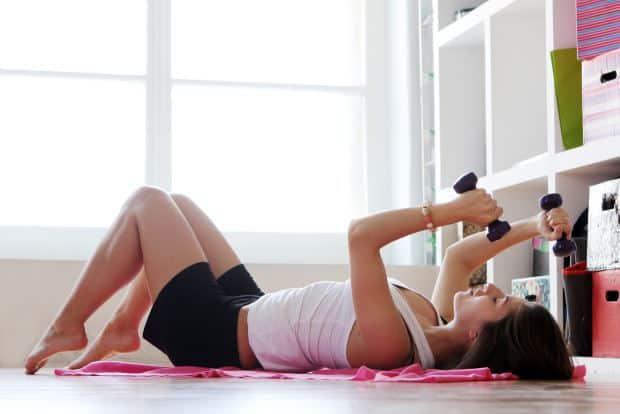 10 ejercicios en casa para adelgazar en r pidamente - Material para hacer ejercicio en casa ...